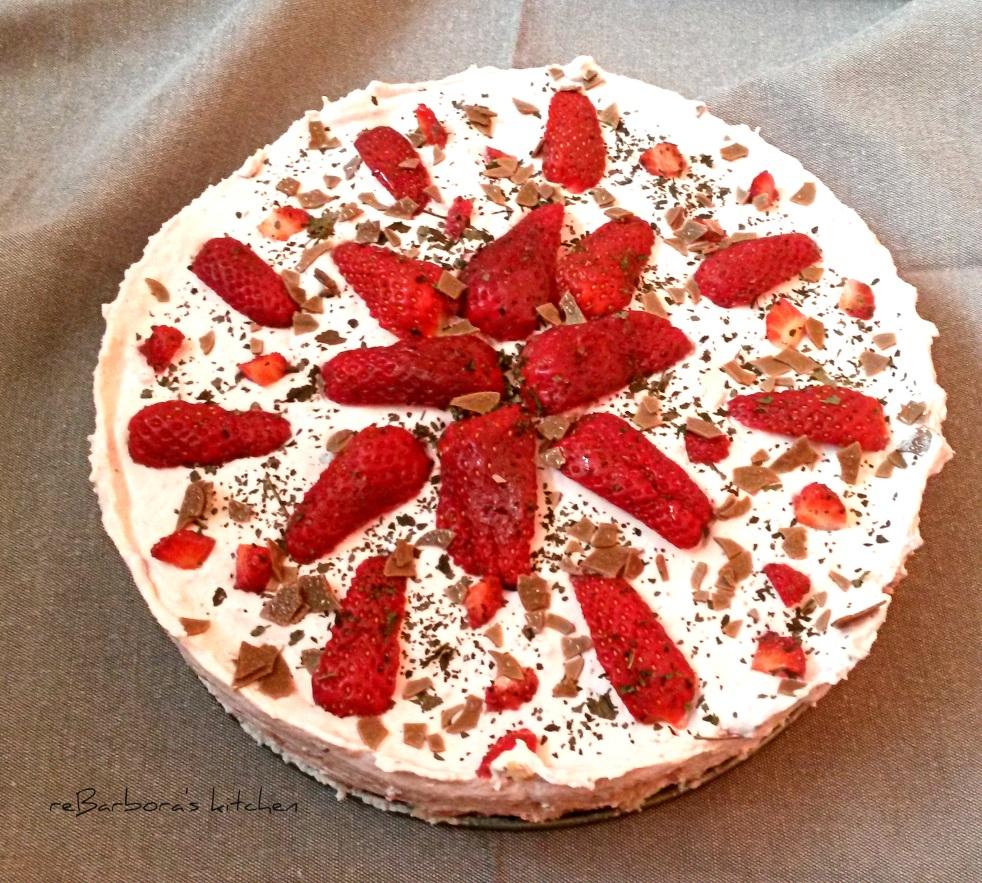 Nepečený jahodový dort s meduňkou | reBarbora's kitchen