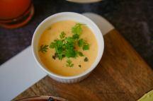 Aperitivo moment II. – Medový bůček, pikantní mangový dip, avokádový dip, glazovaný chřest s cibulkou a domácí hranolky   reBarbora's kitchen