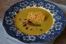 Polévka ze zeleného chřestu s ořechy, praženou slaninou a parmazánovým chipsem | reBarbora's kitchen