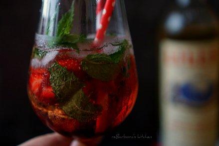 Lillet drink s grenadinou a jahodami | reBarbora's kitchen