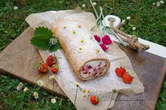 Bezé ořechová roláda s jahodami | reBarbora's kitchen