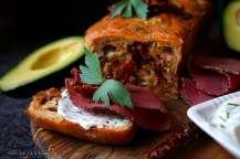 Špaldový jogurtový chlebíček se sušenými rajčaty, šunkou a cibulkou | reBarbora's kitchen