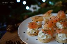 Jednohubky se smetanovou pěnou a uzeným lososem | reBarbora's kitchen