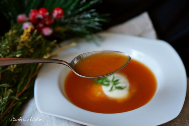 Rajčatová polévka s mozzarellou - z pečených rajčat | reBarbora's kitchen
