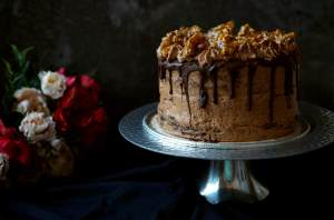 Čokoládový dort s čoko krémem, karamelem a griliášem   reBarbora's kitchen
