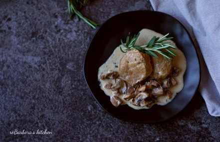 Telecí medailonky na houbách se smetanovou omáčkou | reBarbora's kitchen
