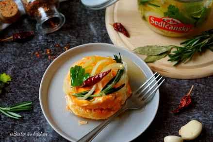 Naložený sýr Romadur s kysaným zelím a pečeným česnekem | reBarbora's kitchen