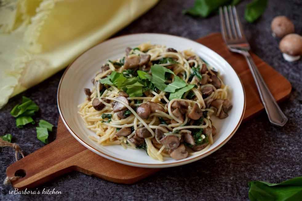 Těstoviny s medvědím česnekem a krémovými žampiony | reBarbora's kitchen
