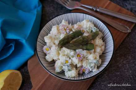 Bramborový salát s chřestem a krevetami