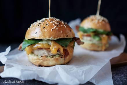 Kuřecí burger s avokádovým dipem | reBarbora's kitchen