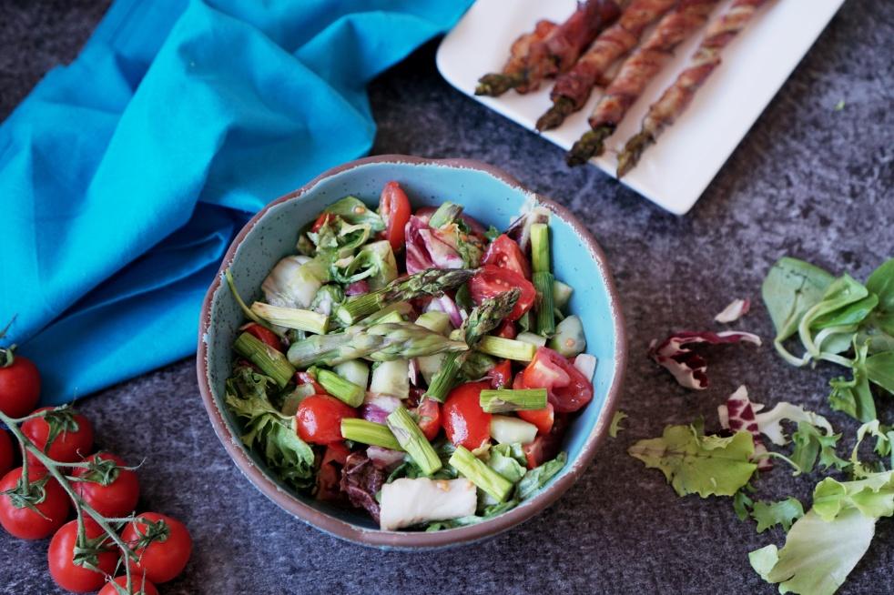 Zeleninový salát s chřestem a medovo-hořčičnou zálivkou | reBarbora's kitchen