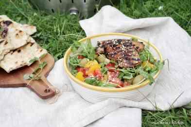 Grill: Marinovaný bůček se salátem a česnekovo-rozmarýnovou focacciou | reBarbora's kitchen