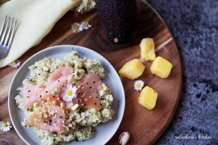 Kuskus s avokádovo-mangovou salsou a uzeným lososem | reBarbora's kitchen