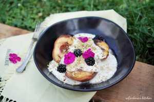LotusGrill: Grilované broskve s jogurtovým dipem, ořechy a griliášem   reBarbora's kitchen